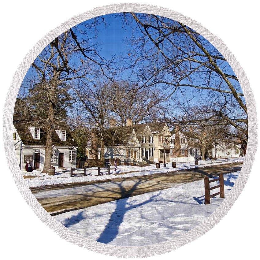 Colonial Williamsburg Round Beach Towel featuring the photograph Colonial Williamsburg In The Snow by Rachel Morrison
