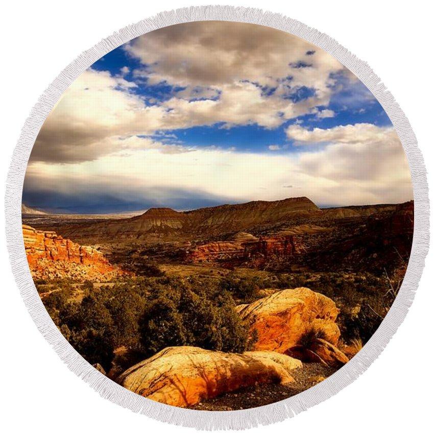Colorado Round Beach Towel featuring the photograph Colorado Mountain Splendor by L O C