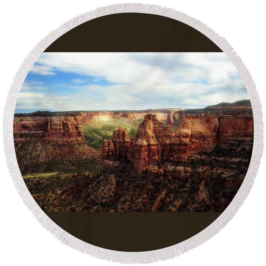 Americana Round Beach Towel featuring the photograph Colorado National Monument by Marilyn Hunt
