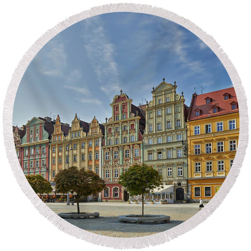 Farbaufnahme Round Beach Towel featuring the photograph colorful facades on Market Square or Ryneck of Wroclaw by Juergen Ritterbach