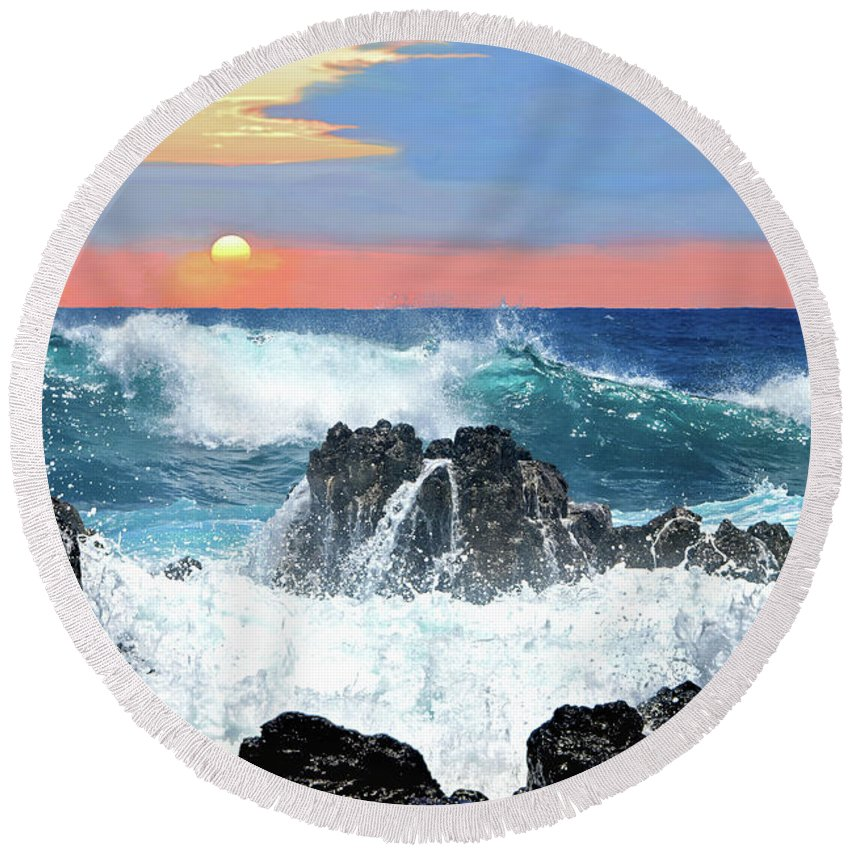 Ocean Round Beach Towel featuring the photograph Colors Of The Ocean by Jeannee C Gannuch