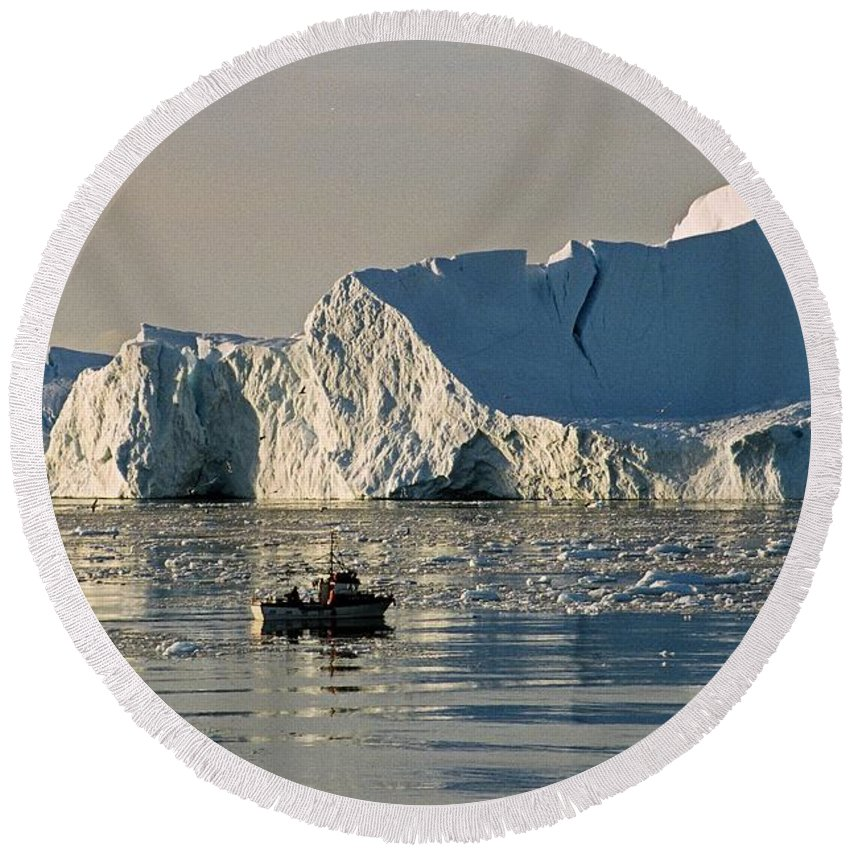 Greenland Round Beach Towel featuring the photograph Coming Home - Greenland by Juergen Weiss