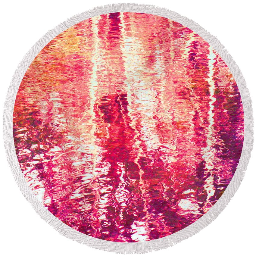 Abstract Round Beach Towel featuring the photograph Conflicted In The Moment by Sybil Staples