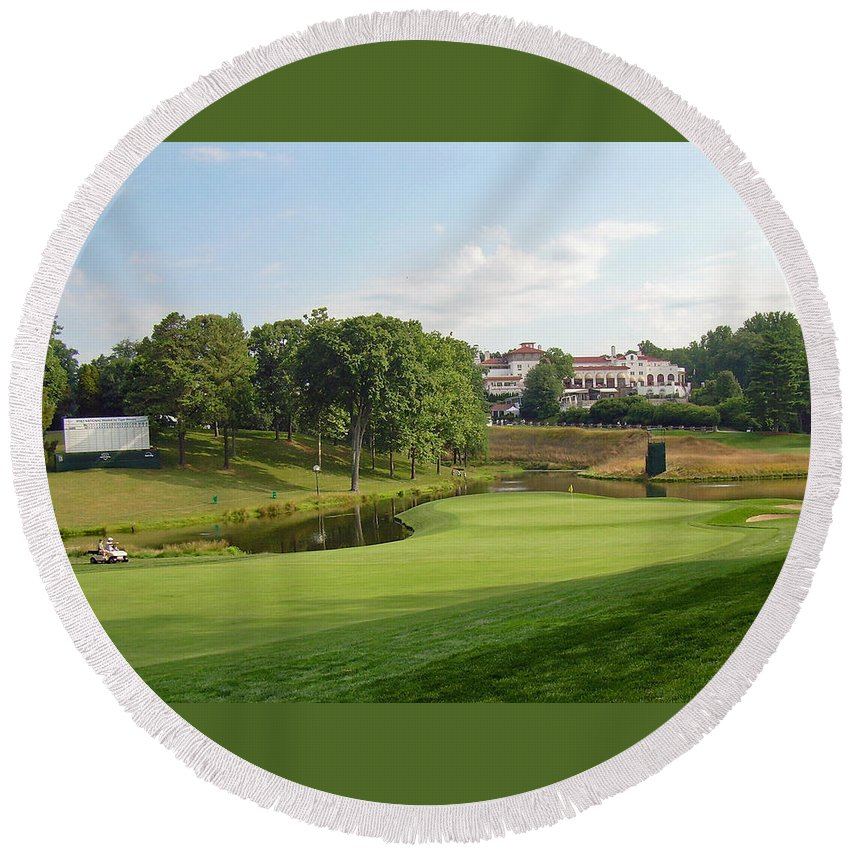 Maryland Round Beach Towel featuring the photograph Congressional Blue Course - The Finish - Par 4 18th by Ronald Reid