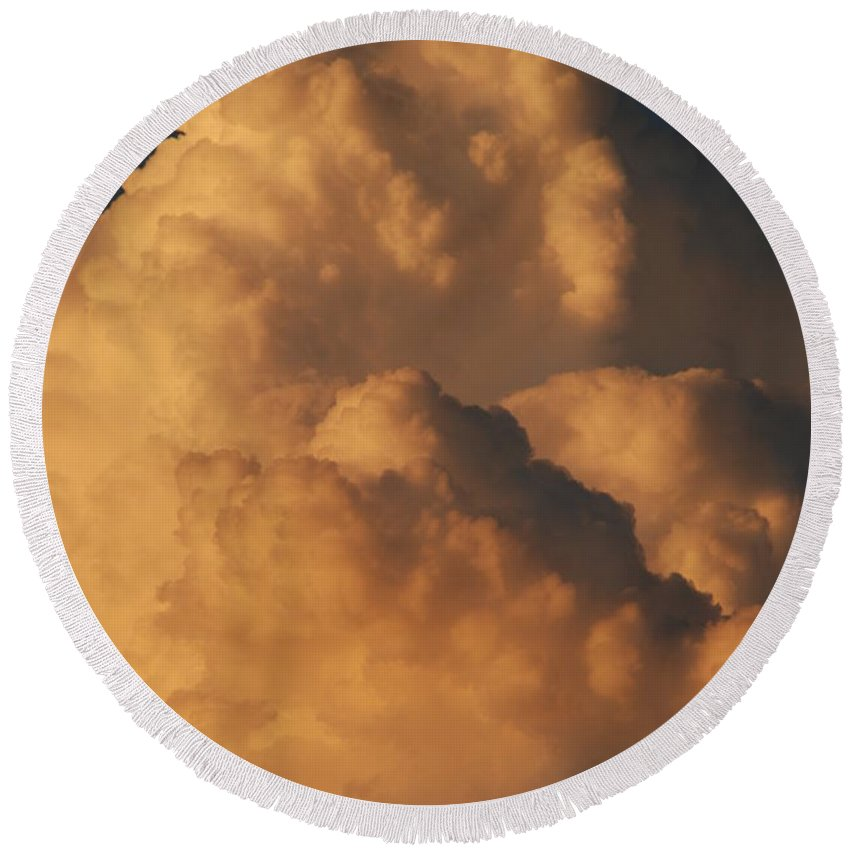 Clouds Round Beach Towel featuring the photograph Coppermouth by Rob Hans