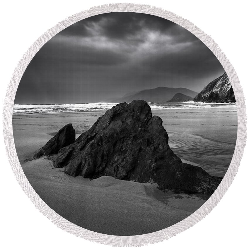 Coumeenoole Beach Round Beach Towel featuring the photograph Coumeenoole Beach by Smart Aviation