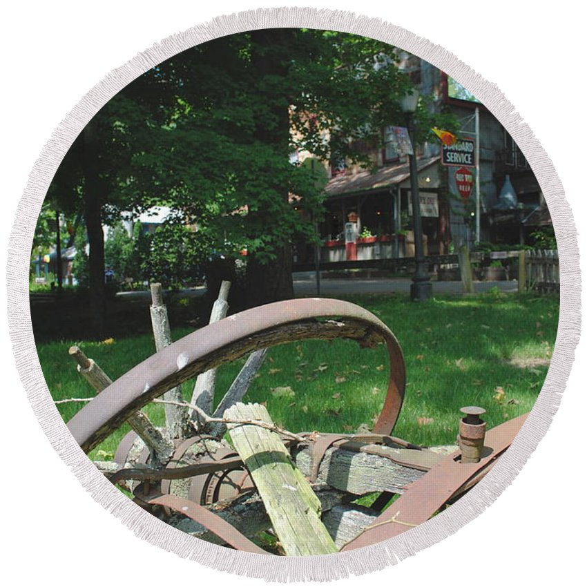 Country Round Beach Towel featuring the photograph Country Wagon by Jost Houk