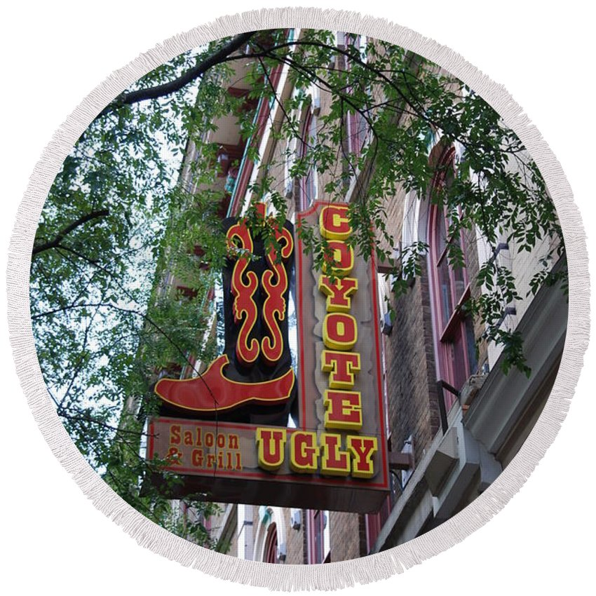 Music Round Beach Towel featuring the photograph Coyote Ugly Saloon Nashville by Susanne Van Hulst