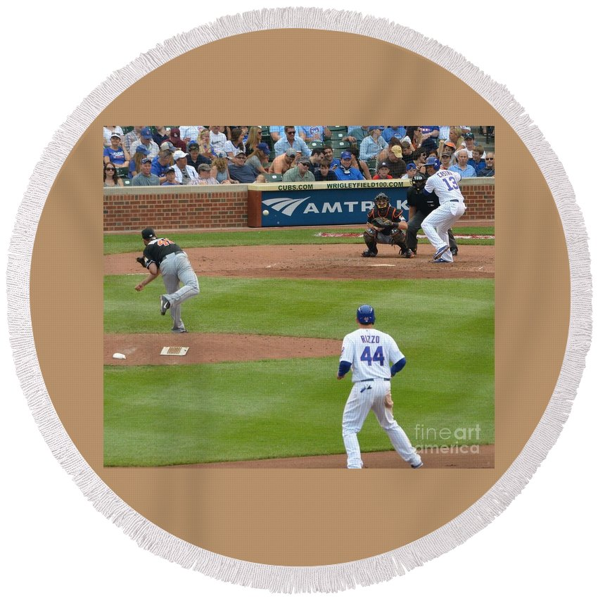 Cubs Round Beach Towel featuring the photograph Cubs - Eye On The Ball by David Taylor