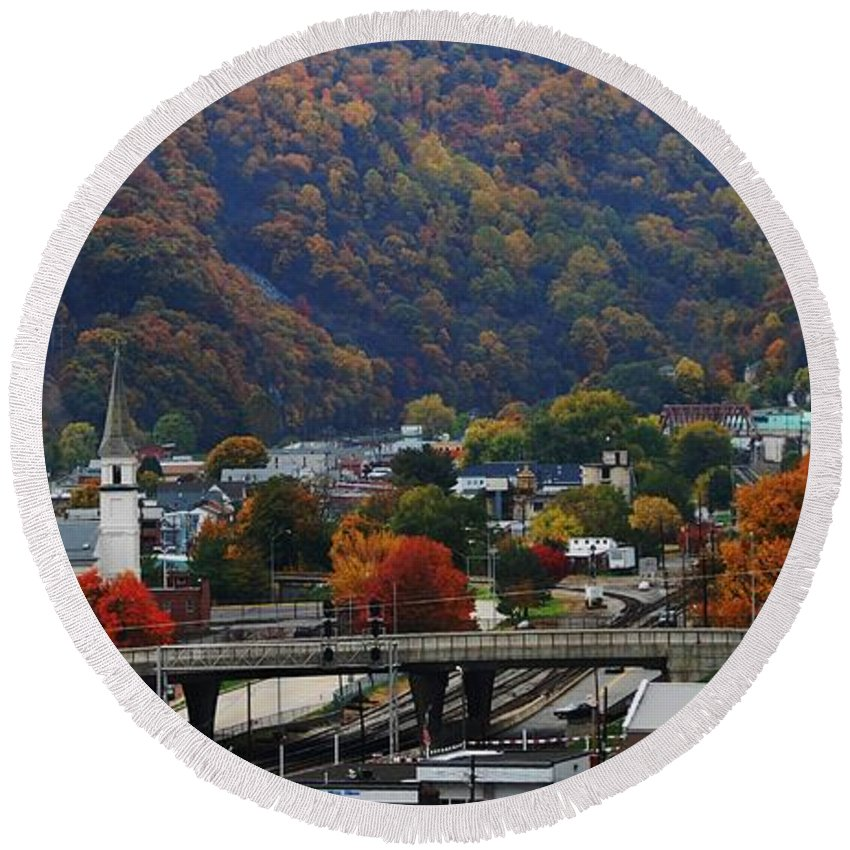 Cumberland Round Beach Towel featuring the photograph Cumberland In The Fall by Eric Liller