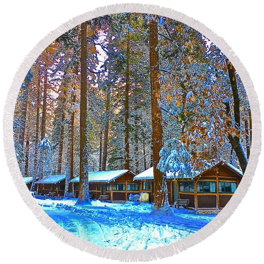 Curry Cabins Christmas Day Round Beach Towel featuring the photograph Curry Cabins Christmas Day by Scott L Holtslander