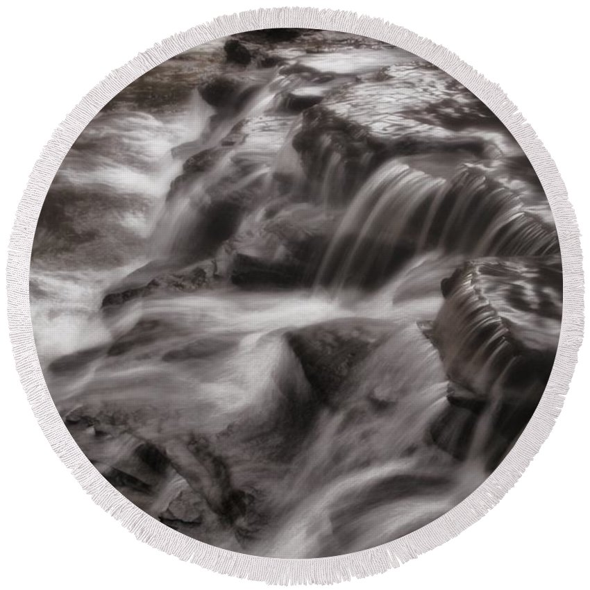 Cuyahoga Cascades Round Beach Towel featuring the photograph Cuyahoga Cascades by Dan Sproul
