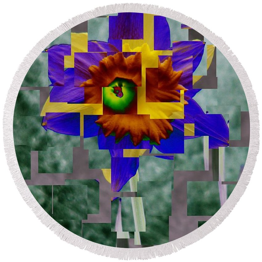 Daffodil Round Beach Towel featuring the photograph Daffodil 3 by Tim Allen