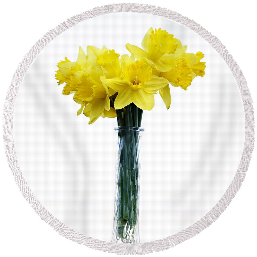 Daffodil Round Beach Towel featuring the photograph Daffodil by Marilyn Hunt