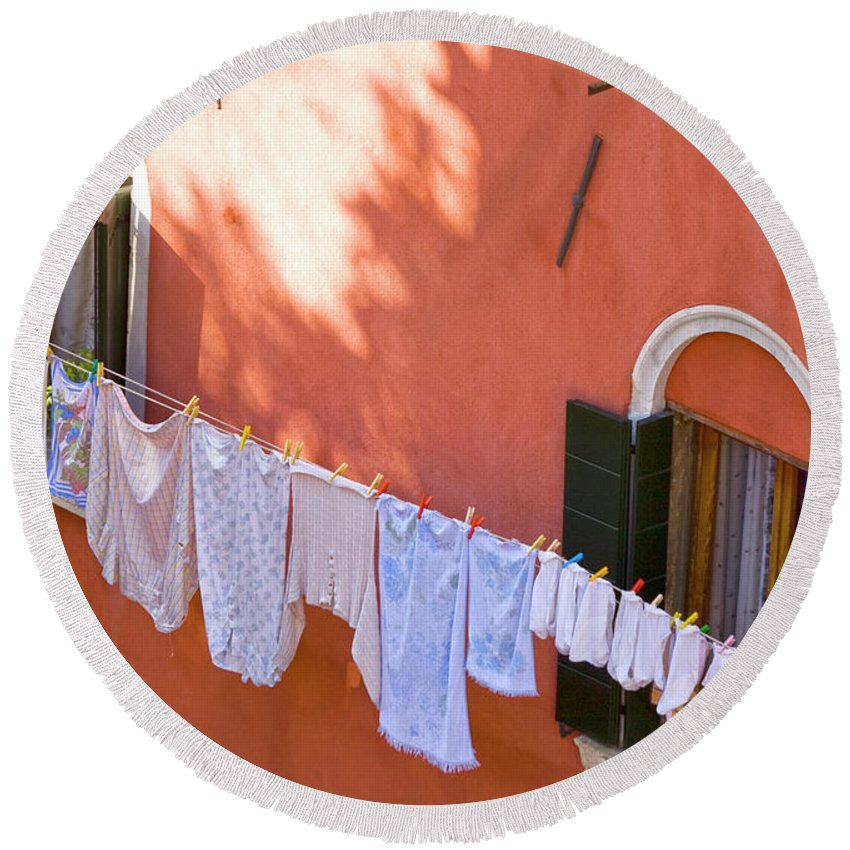 Heiko Round Beach Towel featuring the photograph Daily Life In Venice by Heiko Koehrer-Wagner