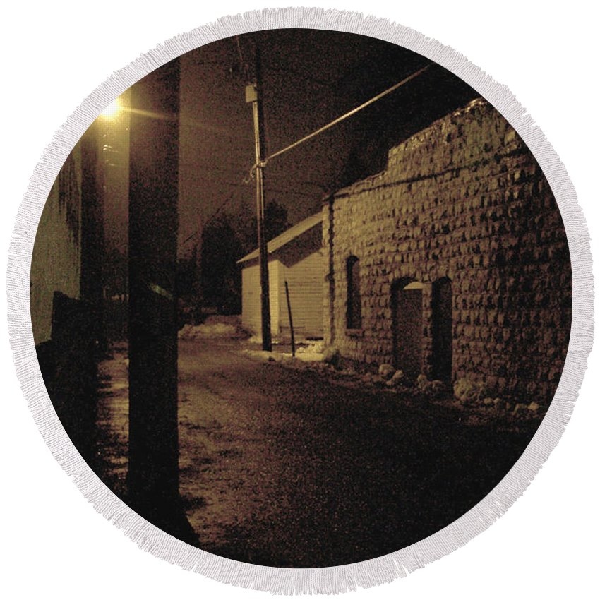 Alley Round Beach Towel featuring the photograph Dark Alley by Tim Nyberg