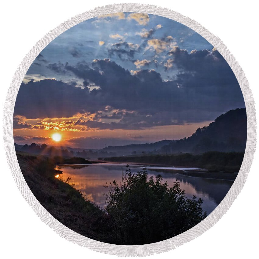 Dawn Round Beach Towel featuring the photograph Dawn On The Hocking by Tommy Lyles