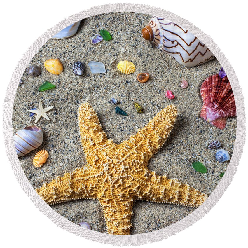 Starfish Round Beach Towel featuring the photograph Day At The Beach by Garry Gay