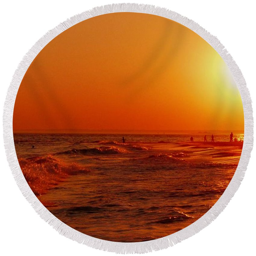 Sunset Round Beach Towel featuring the photograph Day's End by Kendall Eutemey