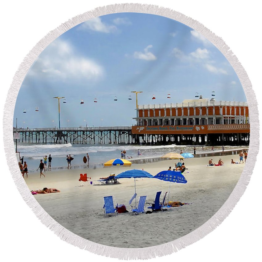 Daytona Beach Florida Round Beach Towel featuring the photograph Daytona Beach Pier by David Lee Thompson
