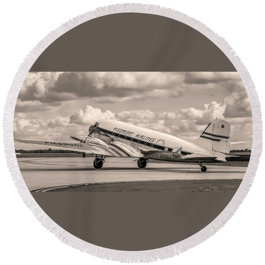Douglas Round Beach Towel featuring the photograph Dc-3 Vintage Look by Greg Reed