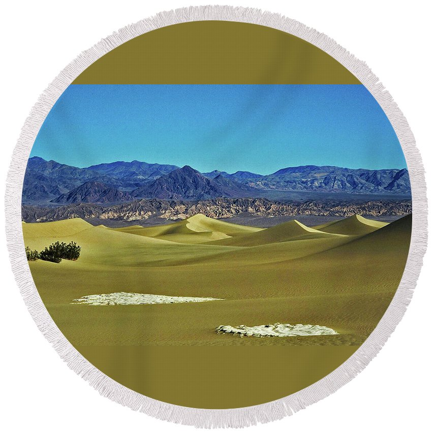 North America Round Beach Towel featuring the photograph Death Valley by Juergen Weiss
