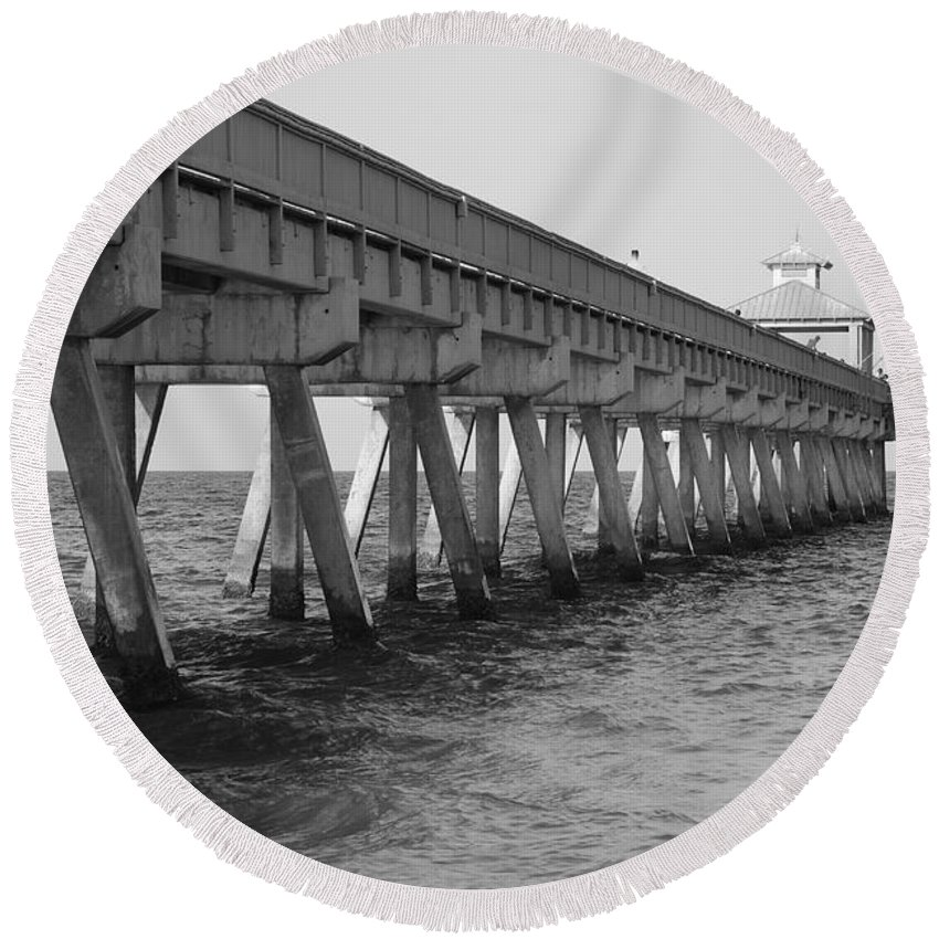 Architecture Round Beach Towel featuring the photograph Deerfield Beach Pier by Rob Hans