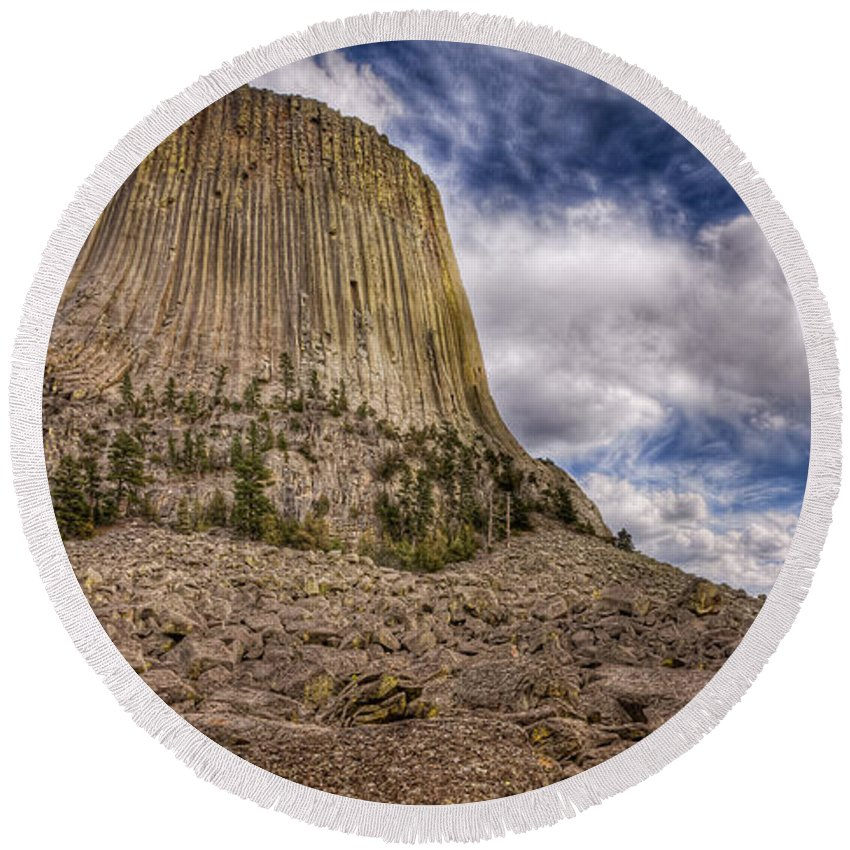 Wyoming Round Beach Towel featuring the photograph Devil's Tower Summer Afternoon by Rikk Flohr