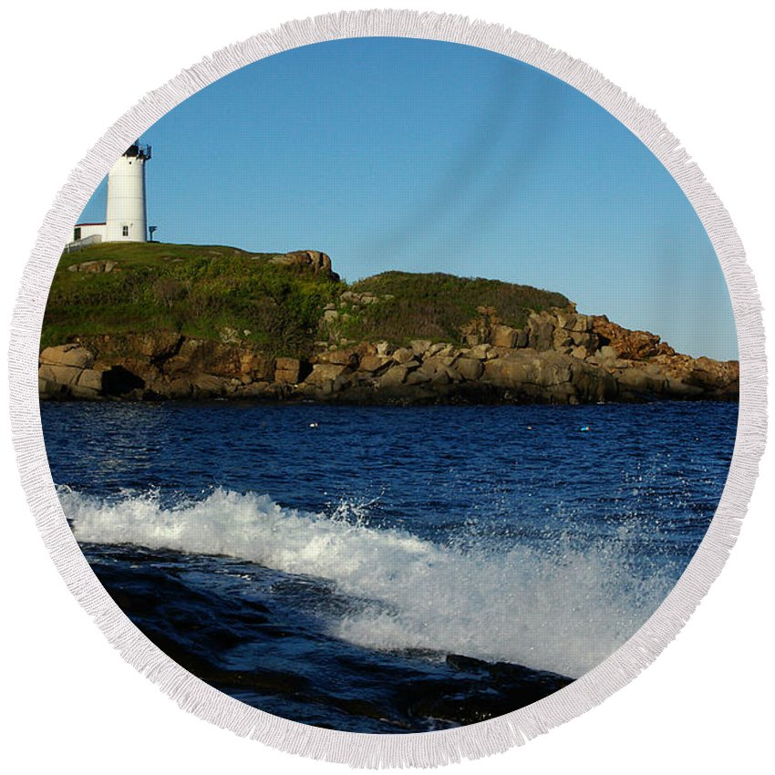 Landscape Lighthouse Nautical New England Cape Neddick Nubble Light Round Beach Towel featuring the photograph Dnre0608 by Henry Butz