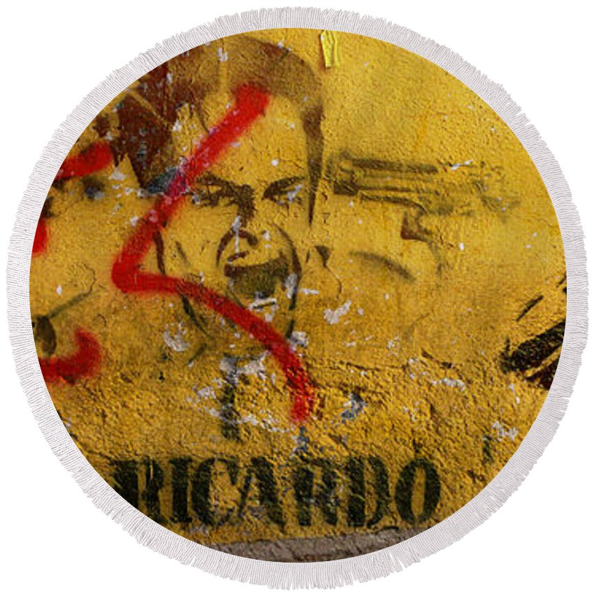 Grafitti Round Beach Towel featuring the photograph Don-ricardo by Skip Hunt