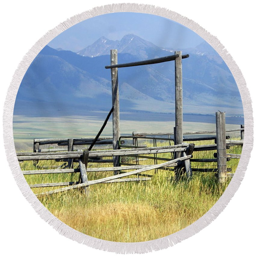 Mountains Round Beach Towel featuring the photograph Don't Fence Me In by Marty Koch