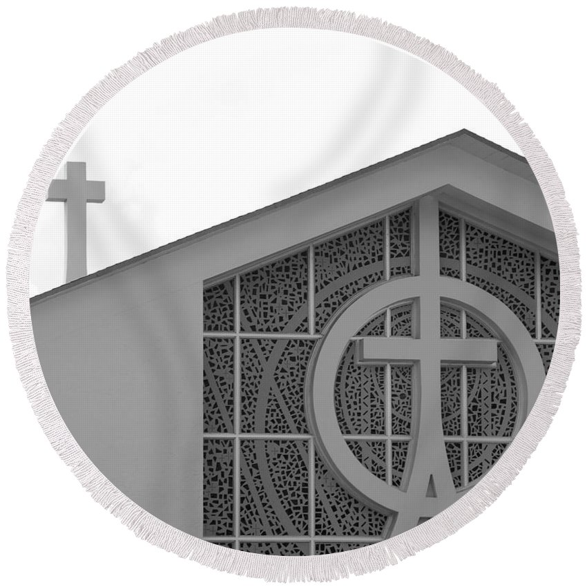 Black And White Round Beach Towel featuring the photograph Double Cross Church by Rob Hans