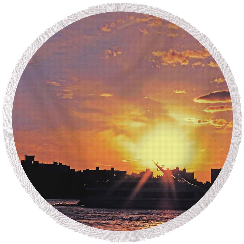 Ship Round Beach Towel featuring the photograph Down The Hudson by Kendall Eutemey