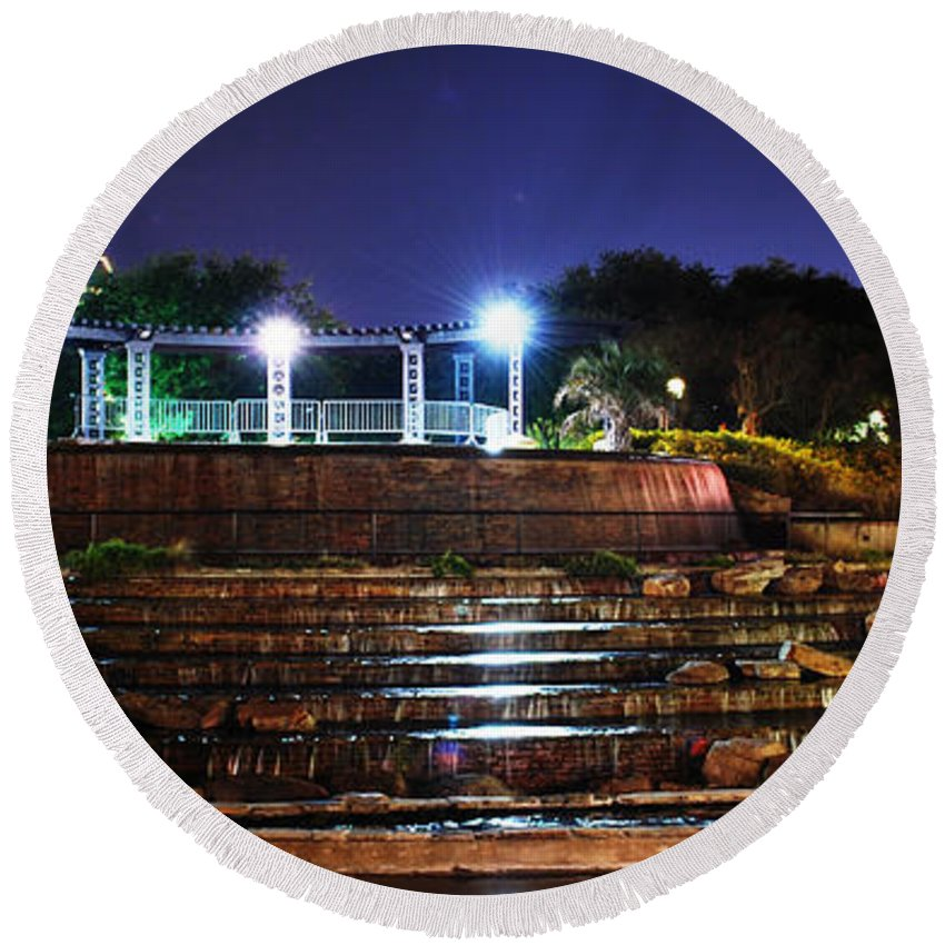 Downtown Round Beach Towel featuring the photograph Downtown Shreveport by Sherry Fain