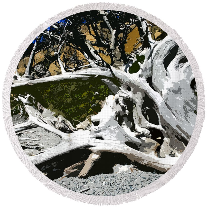 Drift Wood Round Beach Towel featuring the painting Drift Wood by David Lee Thompson