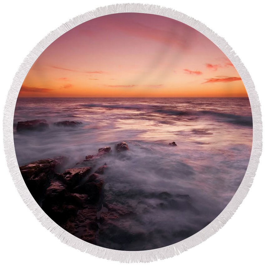 Sunset Round Beach Towel featuring the photograph Dusk Descends by Mike Dawson