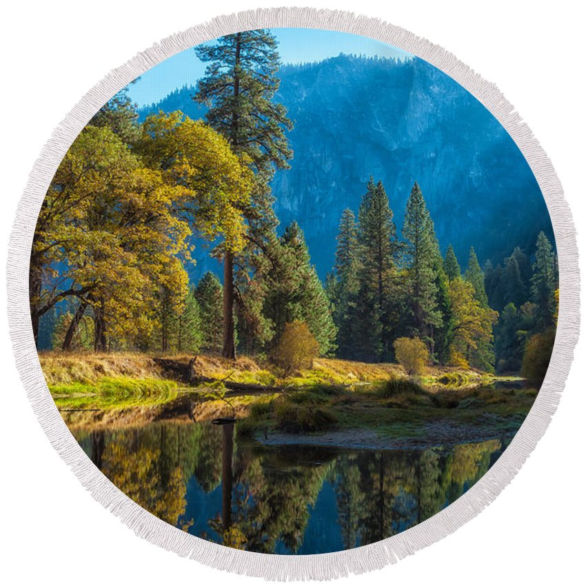 Nature Round Beach Towel featuring the photograph Early Fall by Jonathan Nguyen