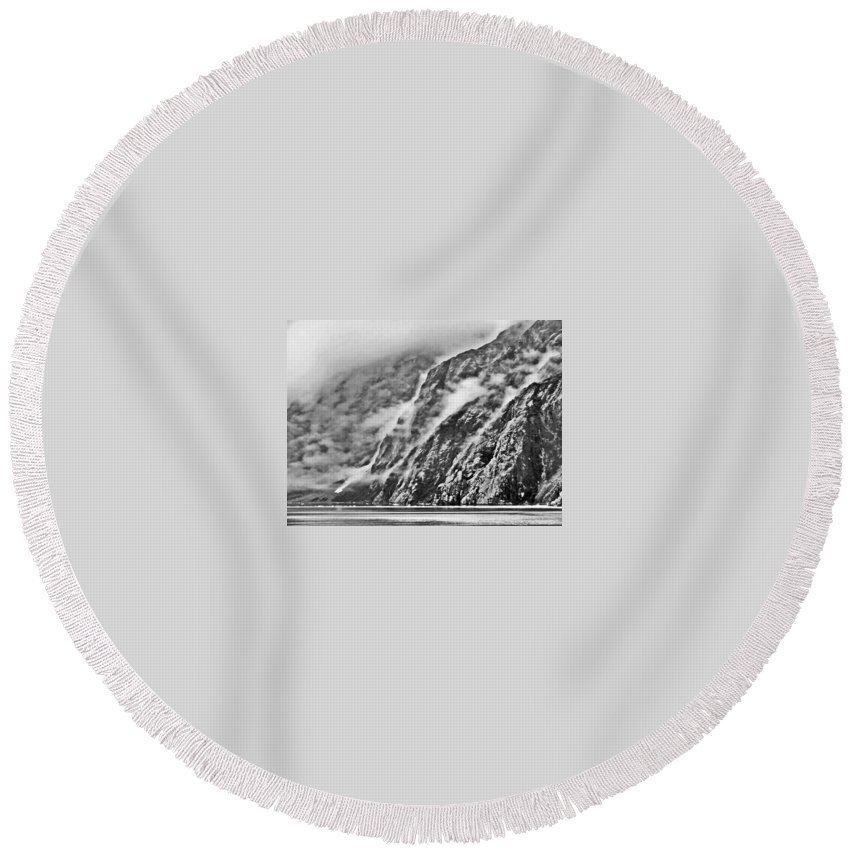 Landscape Round Beach Towel featuring the photograph Early Morning Mist by Cathy Marley