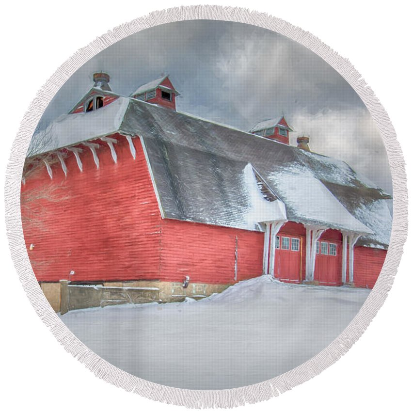 Barn Round Beach Towel featuring the photograph East Aurora Barn In Snow by Guy Whiteley