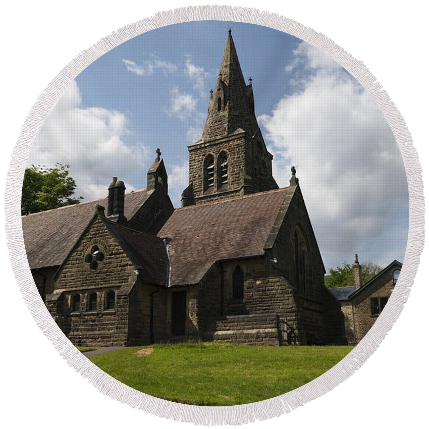 Edale Round Beach Towel featuring the photograph Edale Village Church by Kevin Round