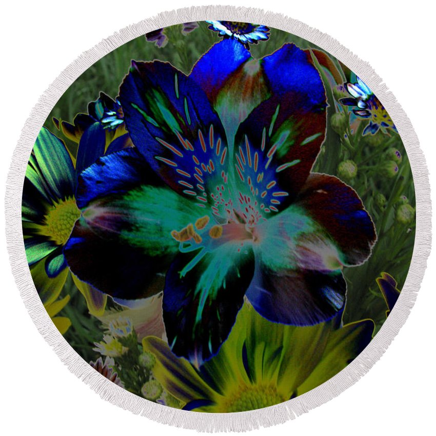 Art For The Wall...patzer Photography Round Beach Towel featuring the photograph Electric Lily by Greg Patzer
