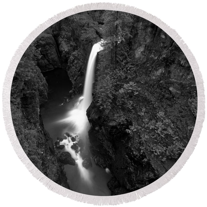 Elk Falls Bw Round Beach Towel featuring the photograph Elk Falls In The Canyon Black And White by Adam Jewell