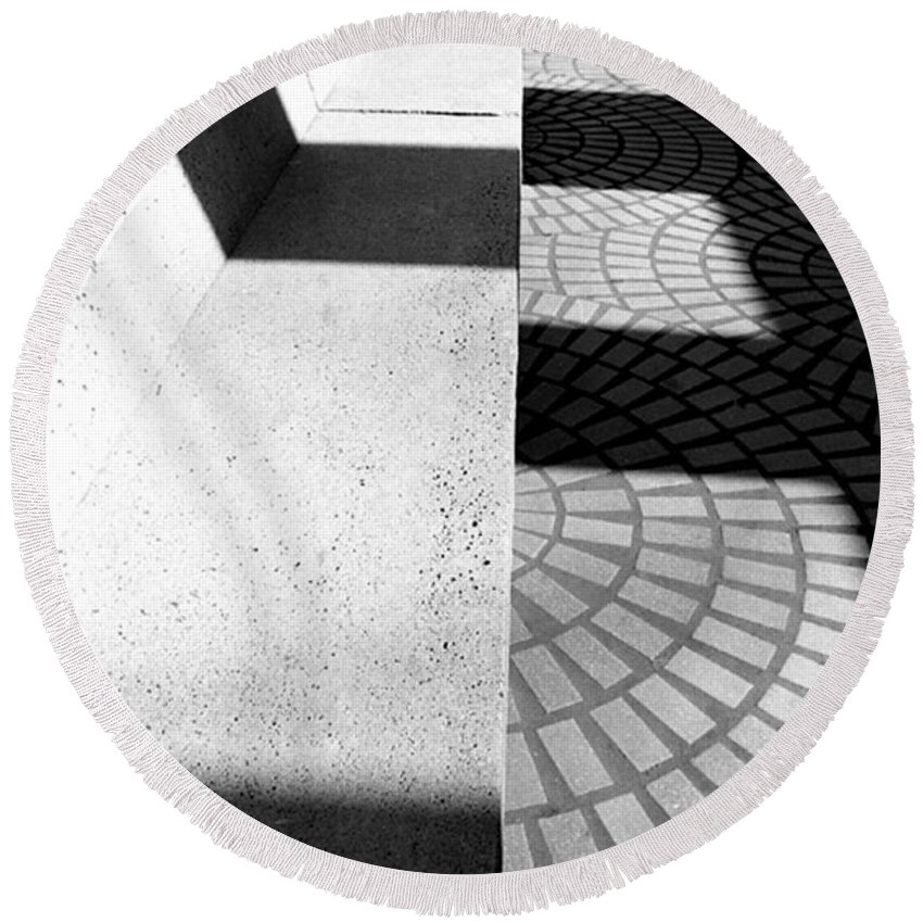Cityscapes Round Beach Towel featuring the photograph Embarcadero Bench by Norman Andrus