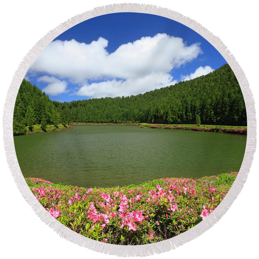 Azoren Round Beach Towel featuring the photograph Empadadas Lakes by Gaspar Avila