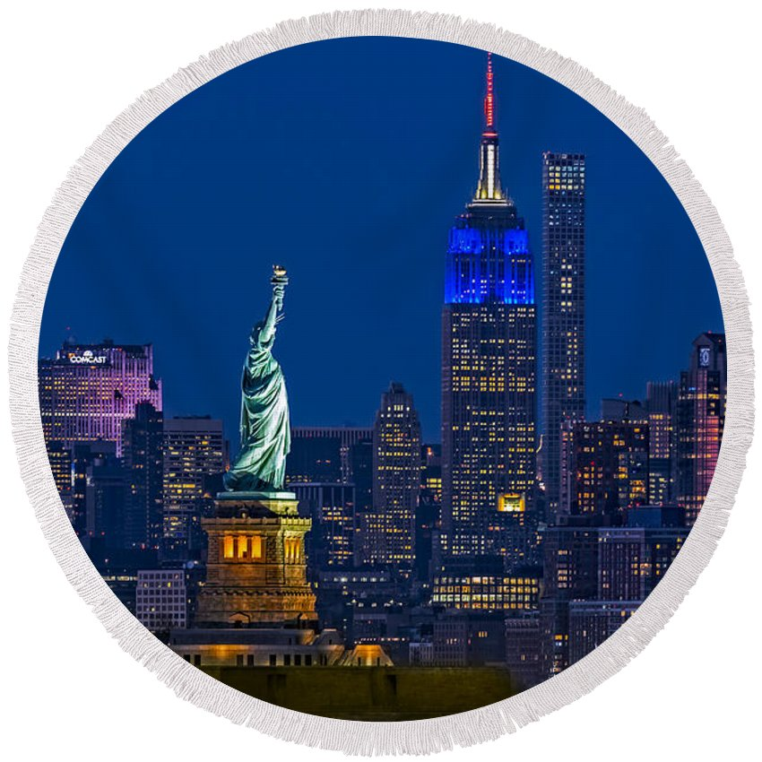 Statue Of Liberty Round Beach Towel featuring the photograph Empire State And Statue Of Liberty II by Susan Candelario