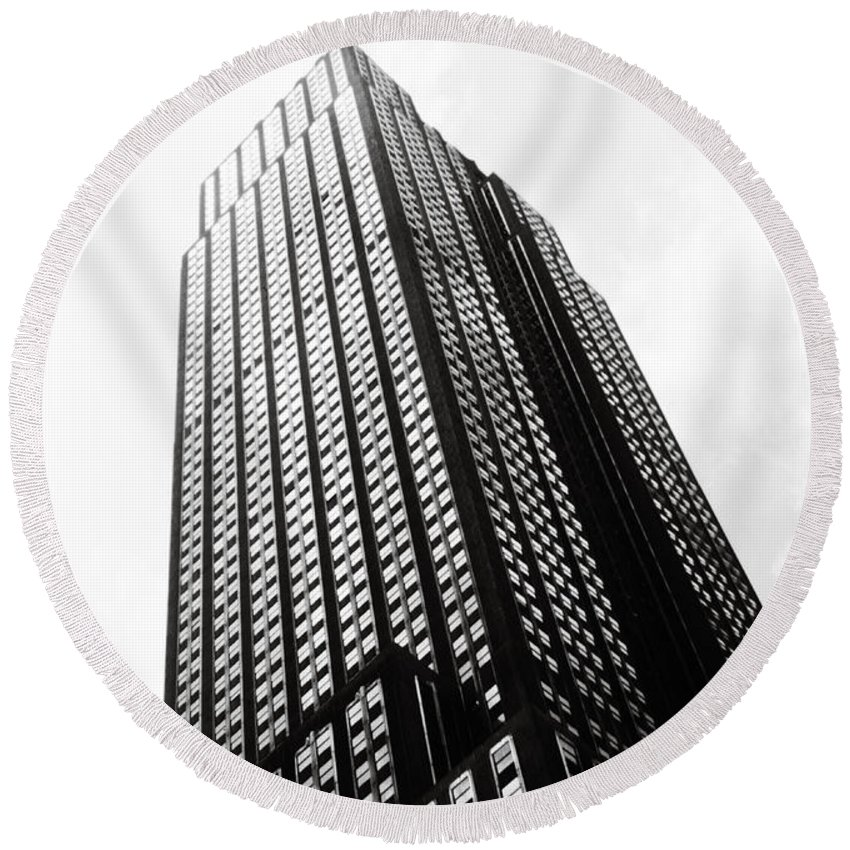 Empire Round Beach Towel featuring the photograph Empire State Building 1950s Bw by Marilyn Hunt