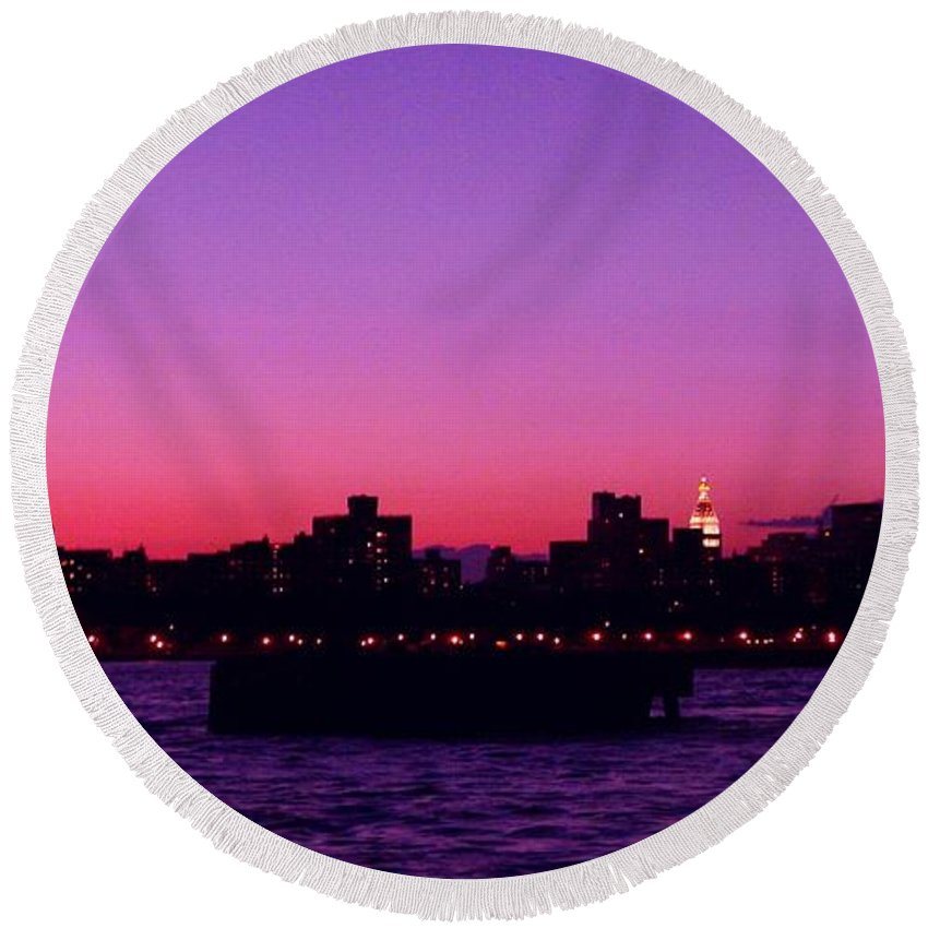 Waterscape Round Beach Towel featuring the photograph Empire State Magic by Kendall Eutemey