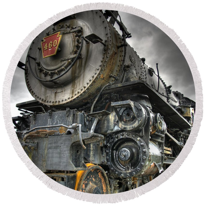 Hdr Round Beach Towel featuring the photograph Engine 460 by Scott Wyatt