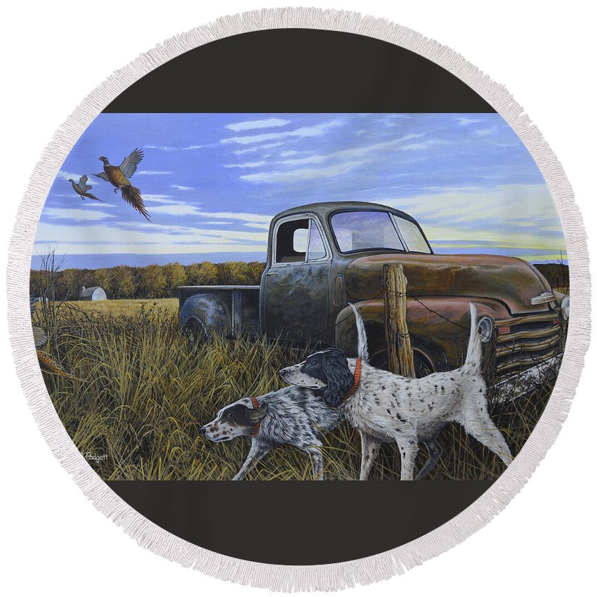 Pheasant Round Beach Towel featuring the painting English Setters With Old Truck by Anthony J Padgett