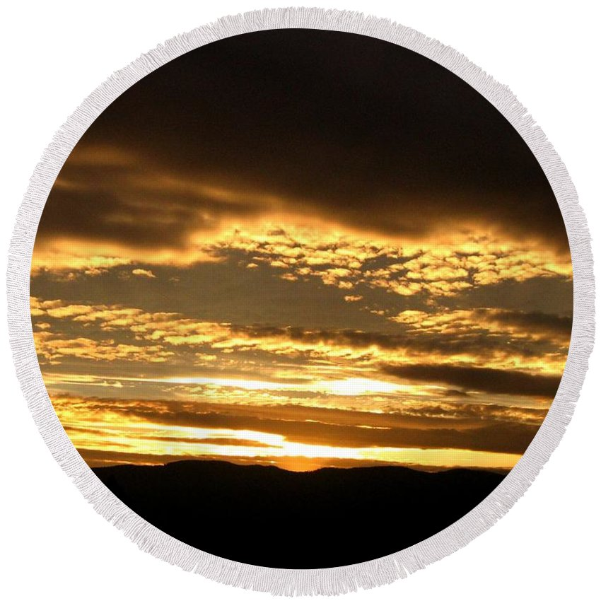 Sunset Round Beach Towel featuring the photograph Evening Grandeur by Will Borden